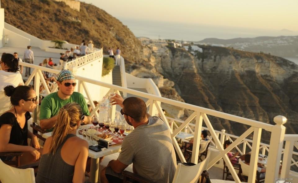 Santo Vine et son coucher de soleil magnifique arrosé de sa dégustation de vins locaux