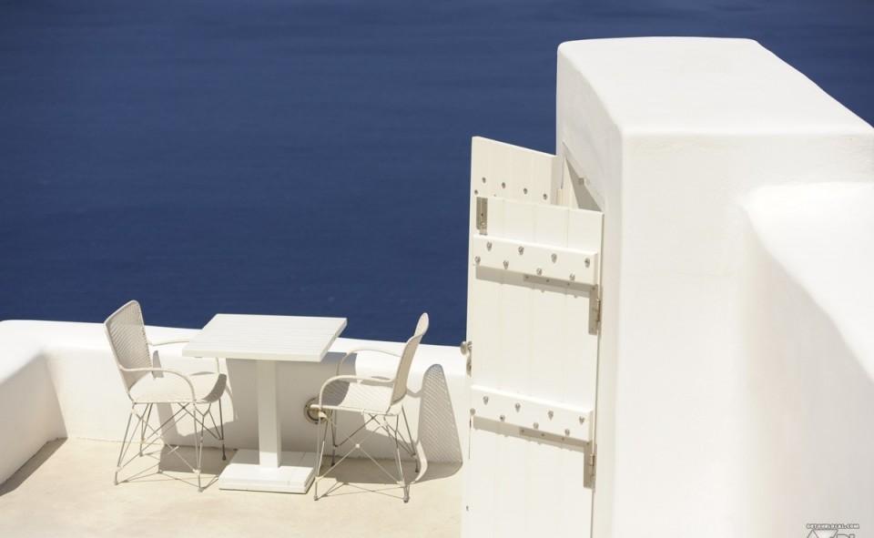 A chaque coin de ruelle, on découvre un endroit où il serait bon de s'y poser. Merci Santorini!