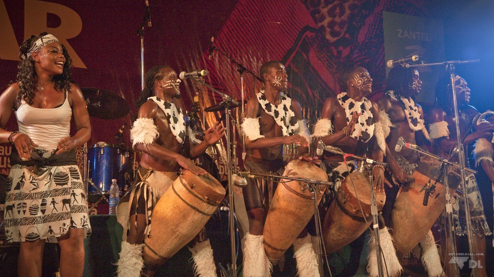 Performance Sauti za Busara dans le vieux fort de Stone Town, Zanzibar