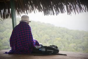 Notre guide dans sa couverture Massaï
