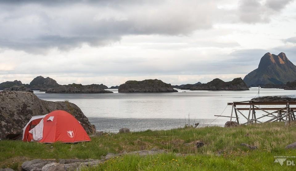 Stamsund, premier emplacement aux abords des montagnes et de l'eau infini des Lofoten