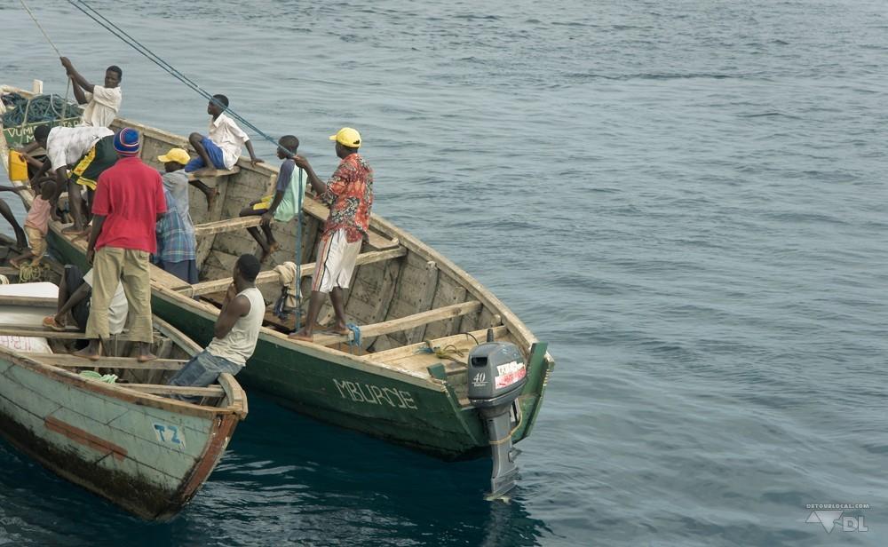 Même en route, n'importe qui peut s'aborder sur le MV Liembe