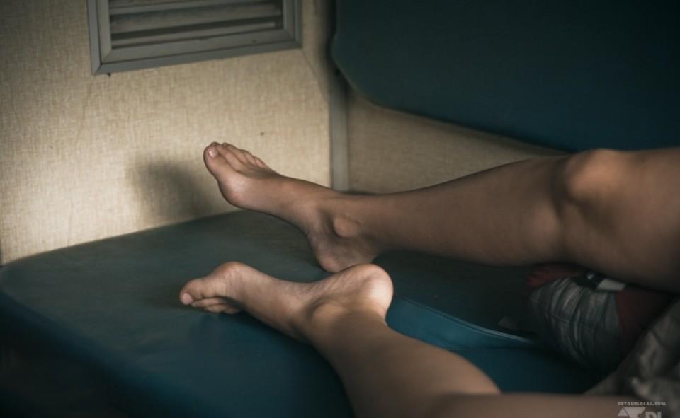 Sieste sur les banquettes confortables de notre cabine