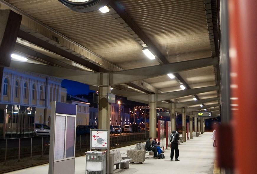 La gare de train en direction de Bodø ou plutôt Mo i Rana, Norvège