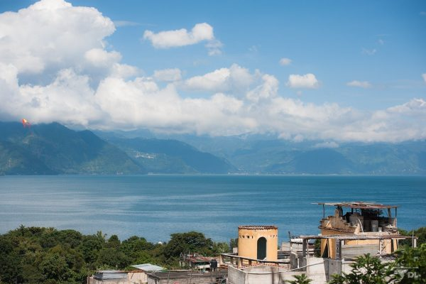 La vue extraordinaire du lac Atitlan vue de notre chambre.