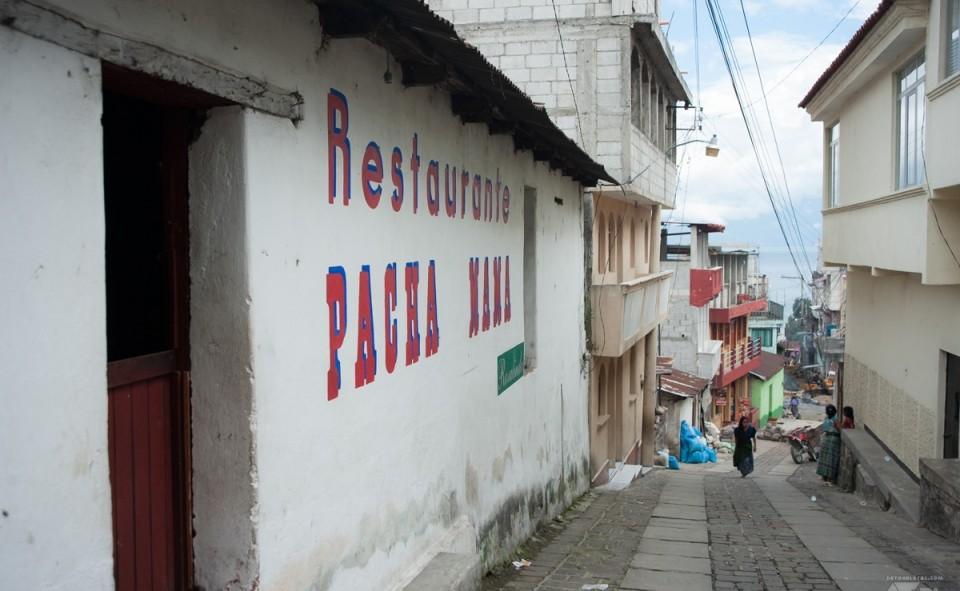 Le village à flanc de montagne de San Pedro la Laguna