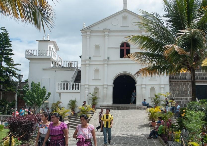 Place de l'église, lieu commun dans tous les villages des environs
