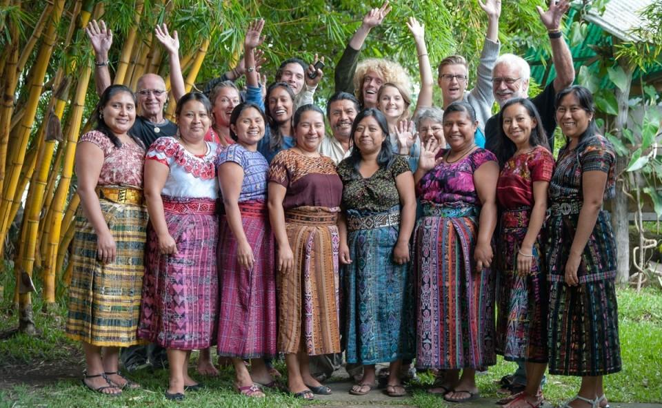 Le groupe et les enseignants de Casa Santiago à San Pedro la Laguna