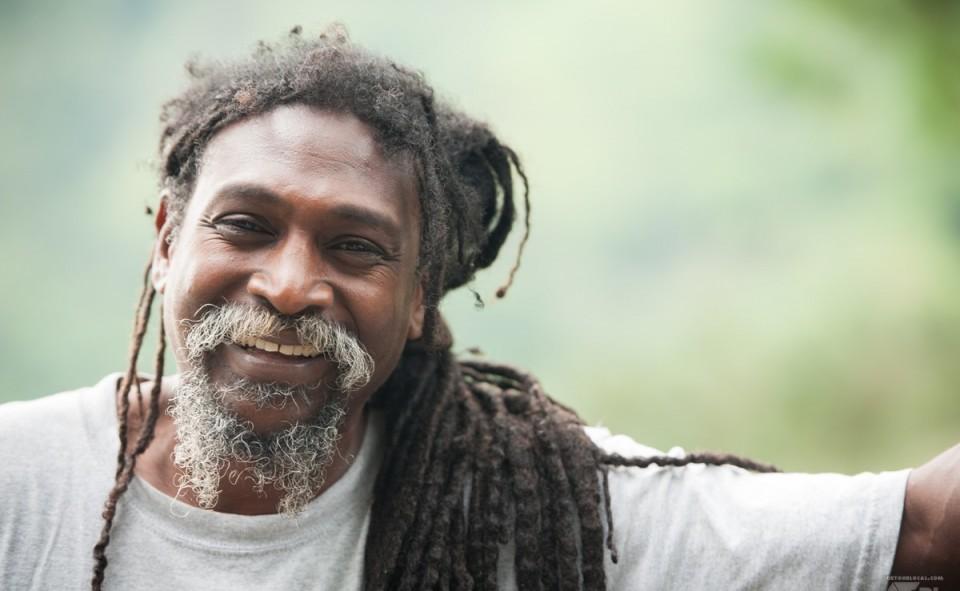 Notre guide Rastafari et son sourire contagieux