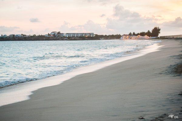 Coucher de soleil sur la plage de Simpson Bay