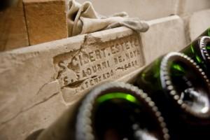 Le support où sont entreposées les bouteilles de futurs cavas
