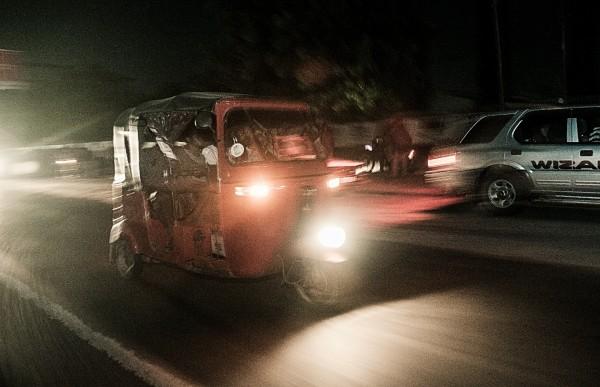 Bajaje dans la nuit