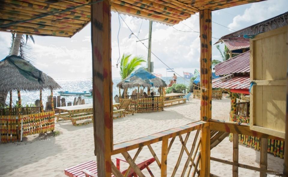 La vue de notre balcon sur Little Corn Island, Nicaragua. Chez Grace's Cool Spot