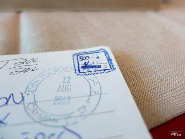 Carte postale envoyée de la Jamaïque et arrivée sans timbre au Québec