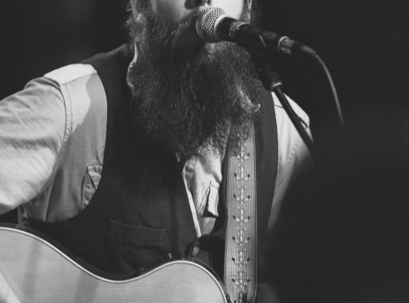 L'ambiance chansonnier à son comble avec la barbe vintage
