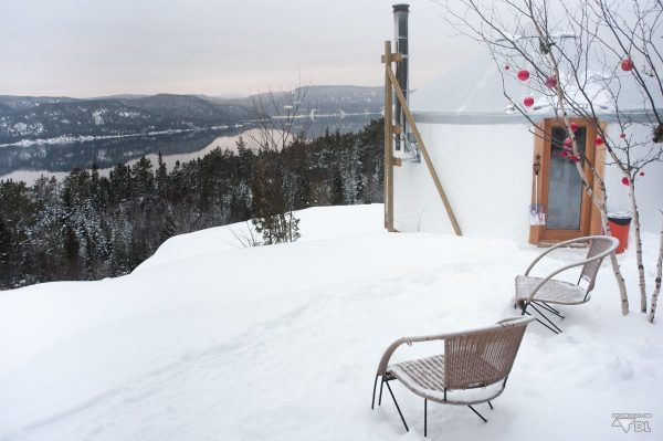 Notre yourte avec la magnifique vue sur le fjord