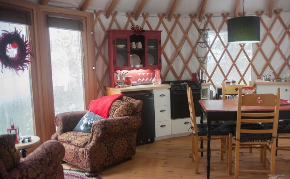 Les yourtes sont équipées avec une cuisine complète et fonctionnelle