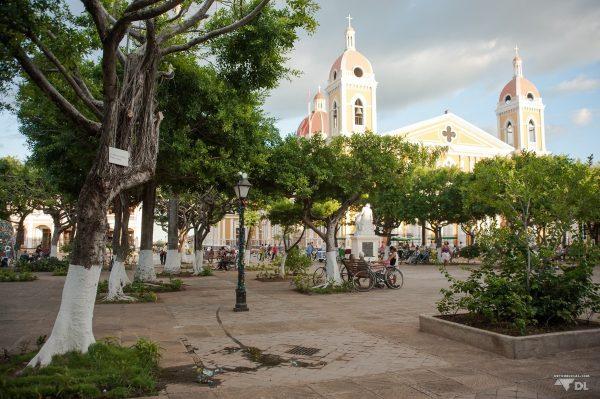 La place centrale de la ville coloniale de Granada au Nicaragua