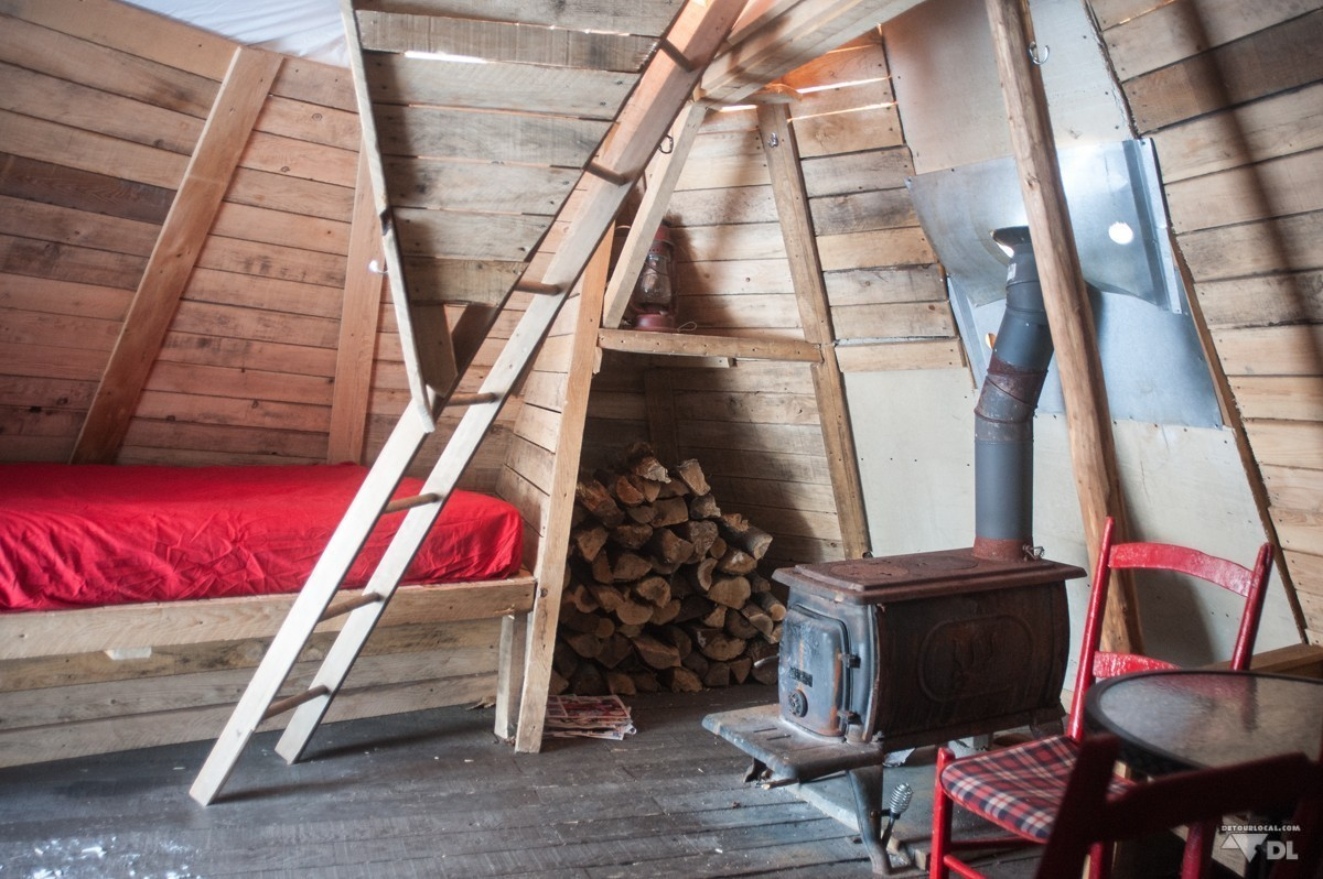 survie et camping d hiver dans un tipi au canada d tour local. Black Bedroom Furniture Sets. Home Design Ideas