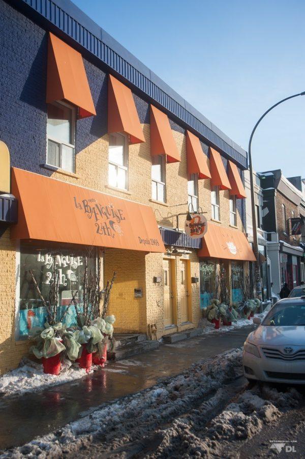 La Banquise à Montréal est ouvert 24h sur 24 et toujours bien occupé