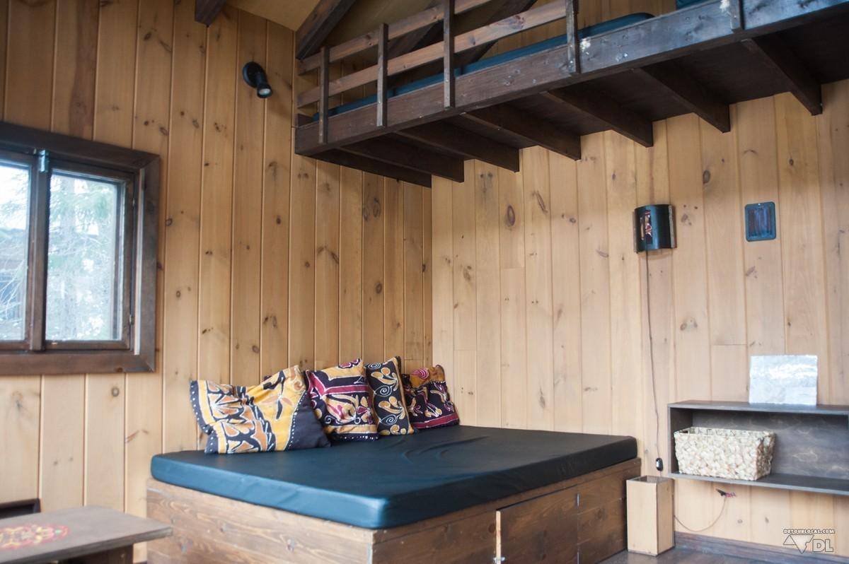 dormir dans une cabane dans les arbres au qu bec d tour local. Black Bedroom Furniture Sets. Home Design Ideas