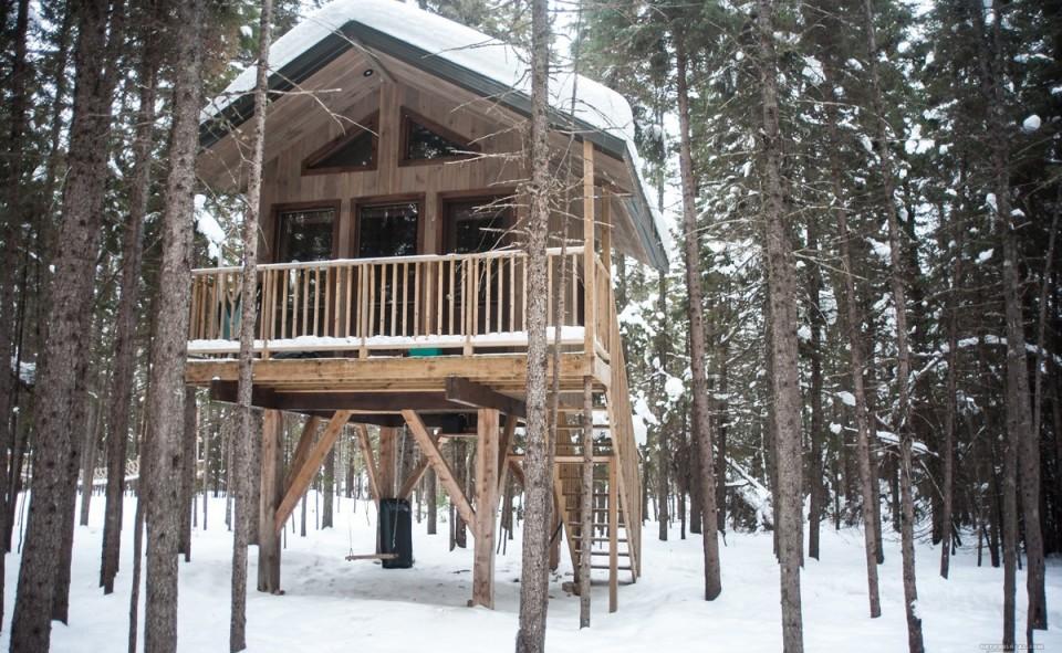 D'autres cabanes sur pilotis de Kabania dans Lanaudière, Canada