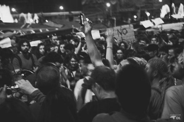 Chants, slogans et ambiances pacifiques à Barcelone
