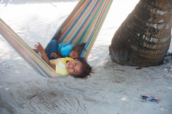Panama, San Blas. Toujours un plaisir de jouer avec les enfants