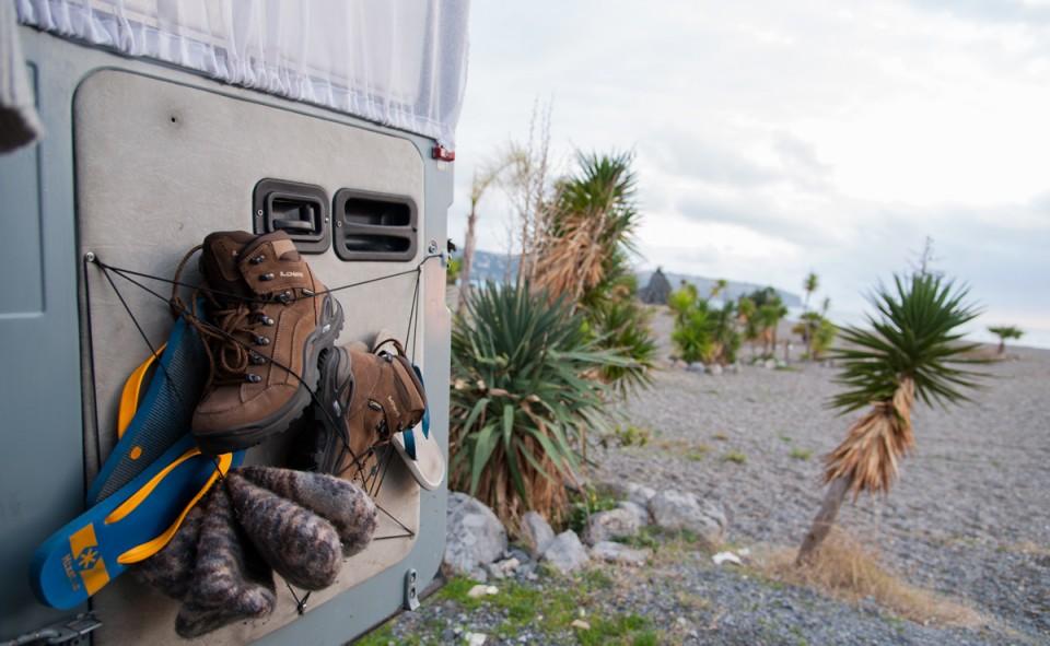 Voici notre super support à chaussures avec la vue en bord de mer