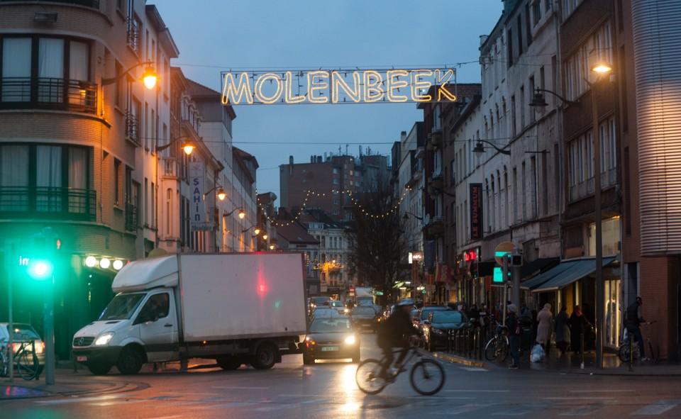 Molenbeek se prononce mo-len-bééék et non mo-len-bèèèk
