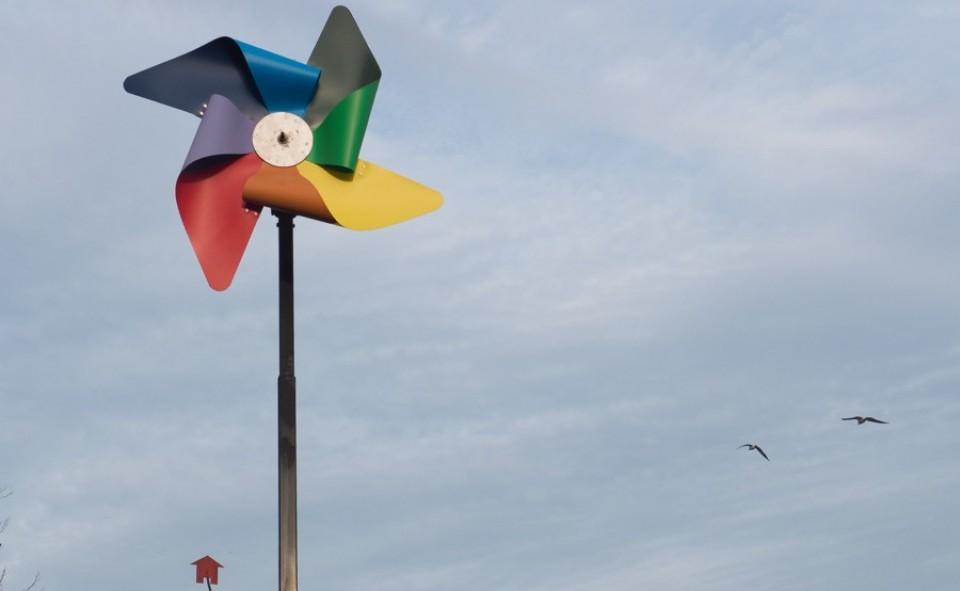 L'emblème de Molenbeek ce sont ces énormes moulins à vent multicolores qui inspirent l'arrivée d'un regain d'énergie dans la quartier