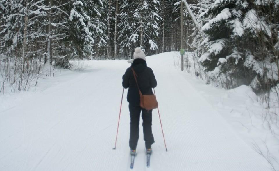 Alizé qui s'apprête au ski de fond en Finlande, une vraie experte!