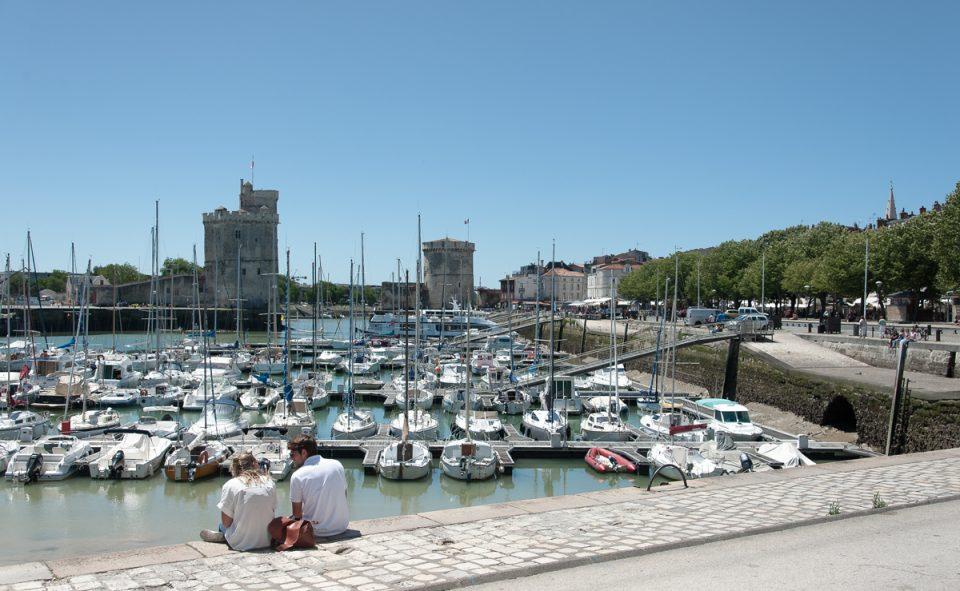 Le port de La Rochelle est tout simplement magnifique. L'ambiance est parfaite pour pic-niquer, en dehors des grandes heures d'ensoleillement