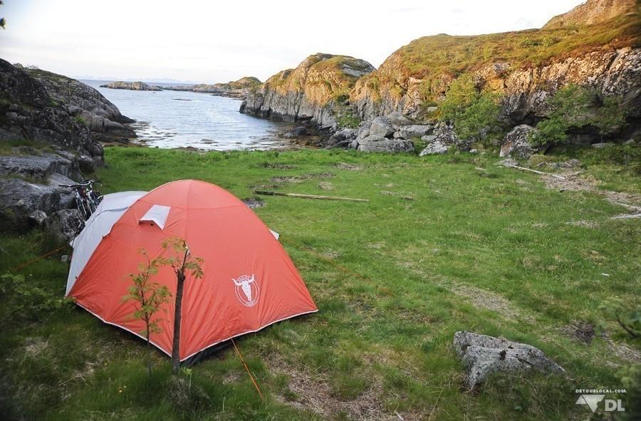 Campement à Ballstad, Lofoten avec accès privée à la mer. Idéal pour une douche matinale qui réveille.