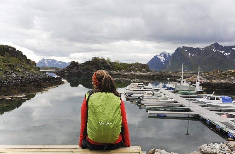 Alizé pensive devant tant de beautés en direction de Stamsund, Lofoten