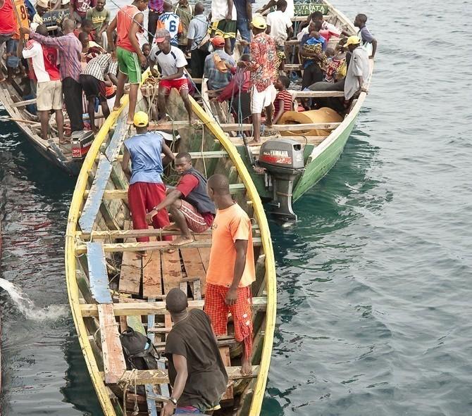 La cohue pour sortir du bateau