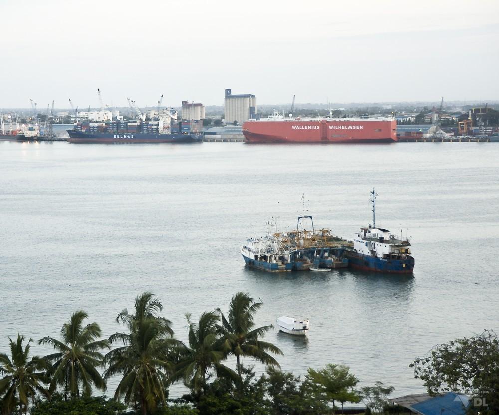 Vue du port de Dar es Salaam, vue du toit de l'hotel Kempinski