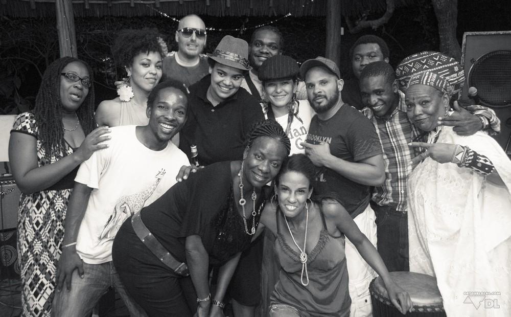 Triniti Crew lors d'une soirée musicale