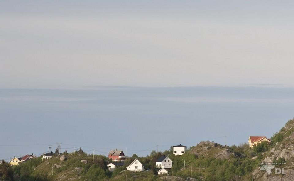 Petit village typique de pêcheurs sur les îles Lofoten