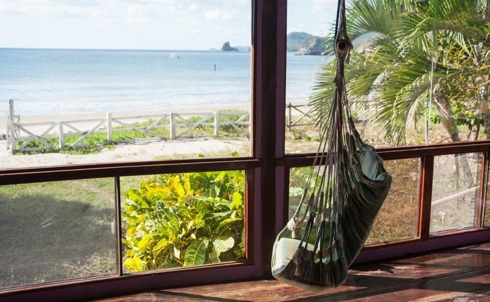 Petit hamac qui permet de farniente aux rythmes des vagues de la playa Marsella, Nicaragua