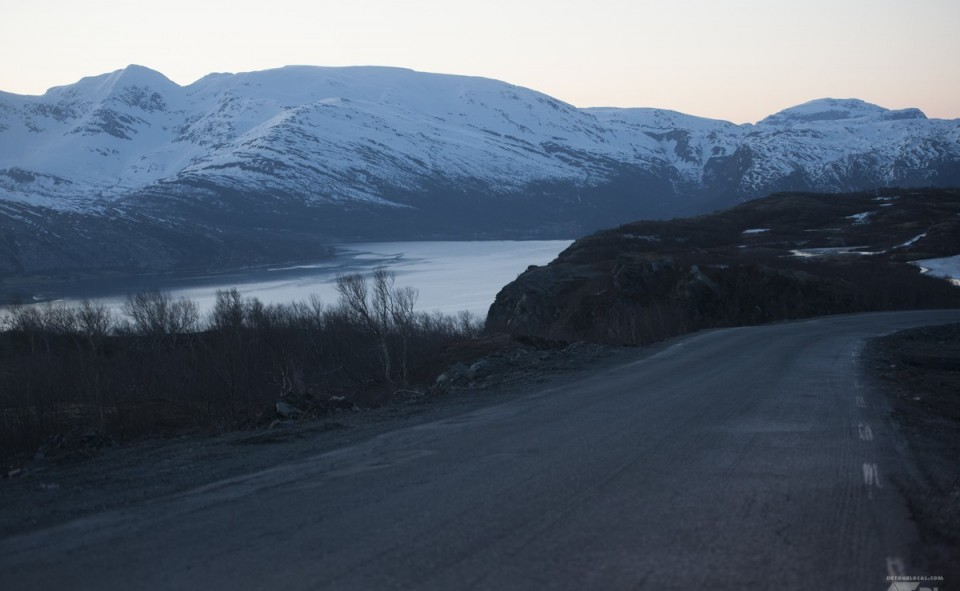 road trip sous le soleil de minuit