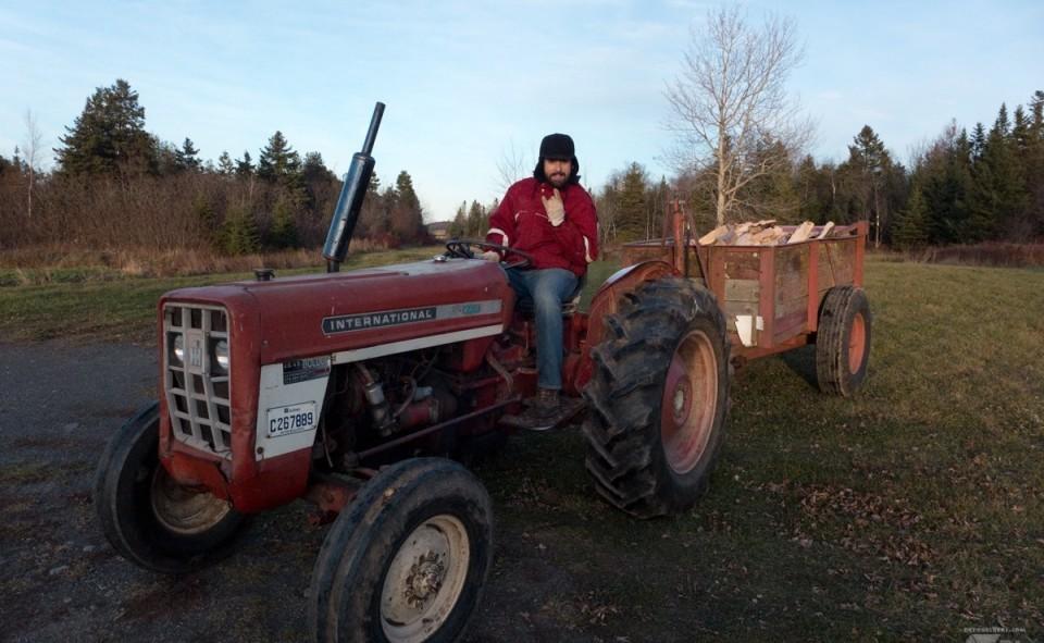 Max au boulot sur le tracteur