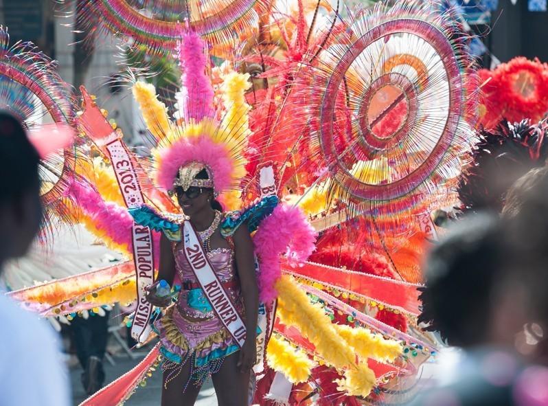Toute la population participe lors de la grosse parade du Carnaval à Philipsburg
