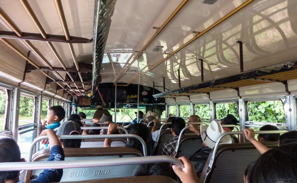 Un bus local traditionnel en Amérique Centrale