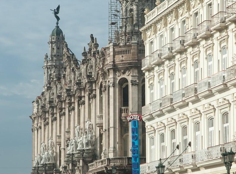 Rue grandiose du Havana Vieja