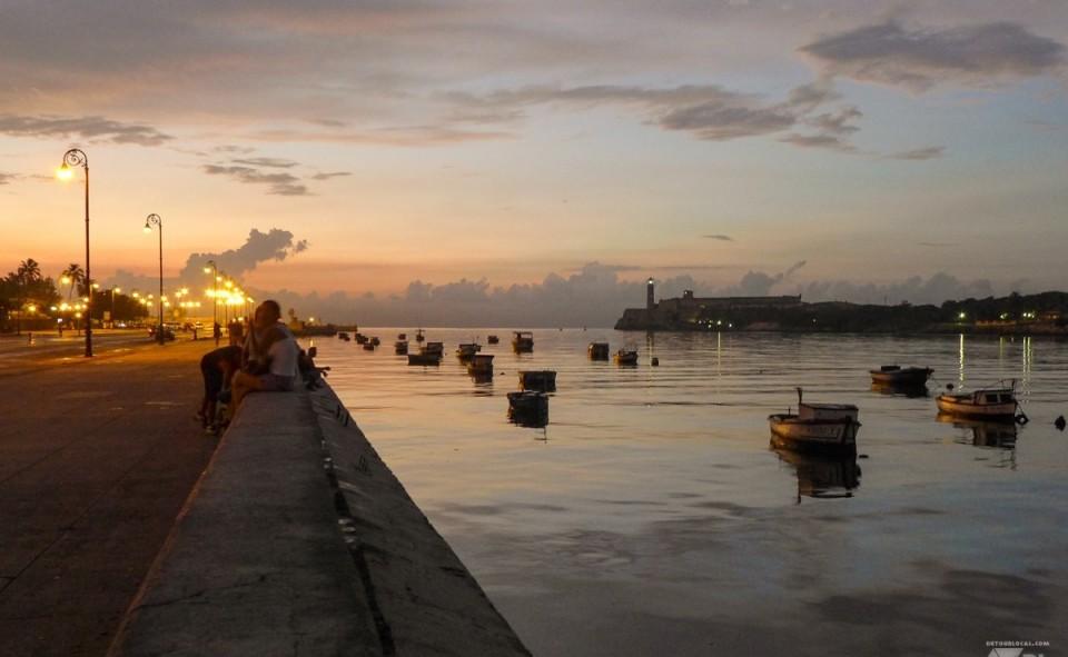 Le Maleçon de la Havane à Cuba à la tombée de la nuit