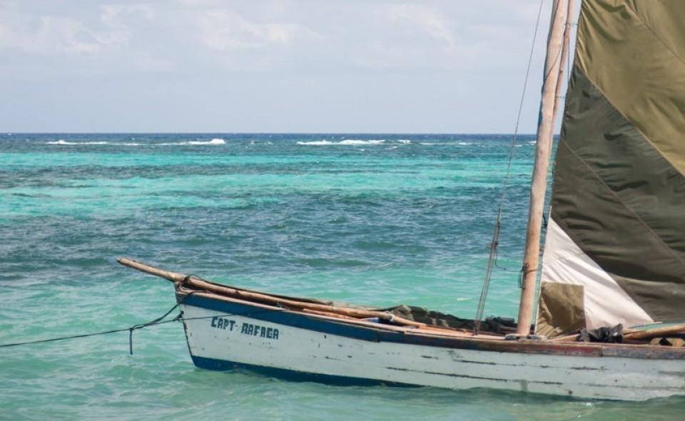 Voilier traditionnel qui apporte les matériaux lourds sur Little Corn Island