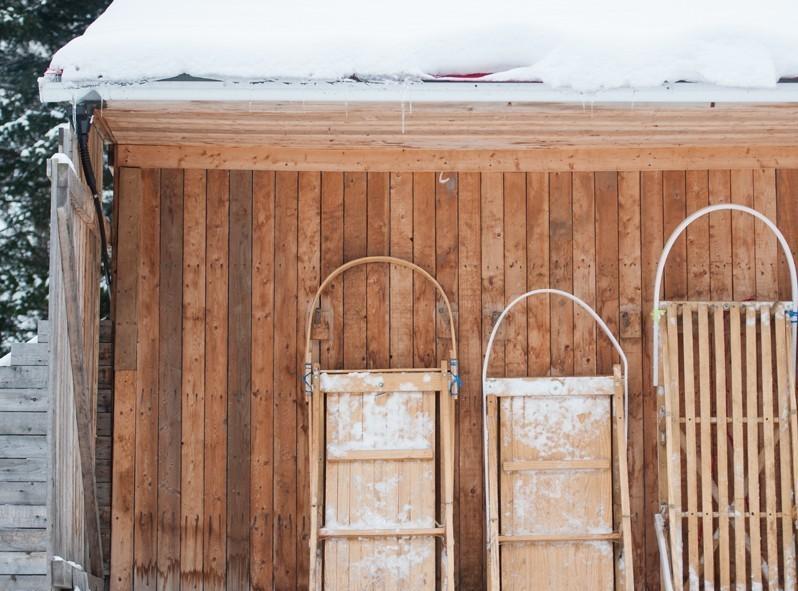 Les nombreux traineaux du chenil à Alex à Sacré-Coeur au Saguenay