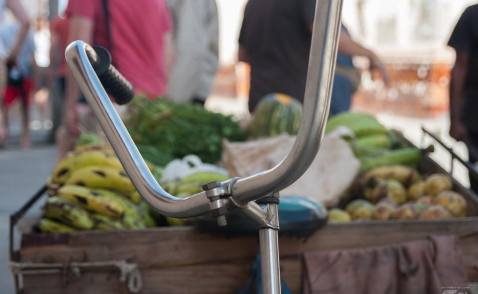 Panier roulant de légumes et fruits frais à Cuba