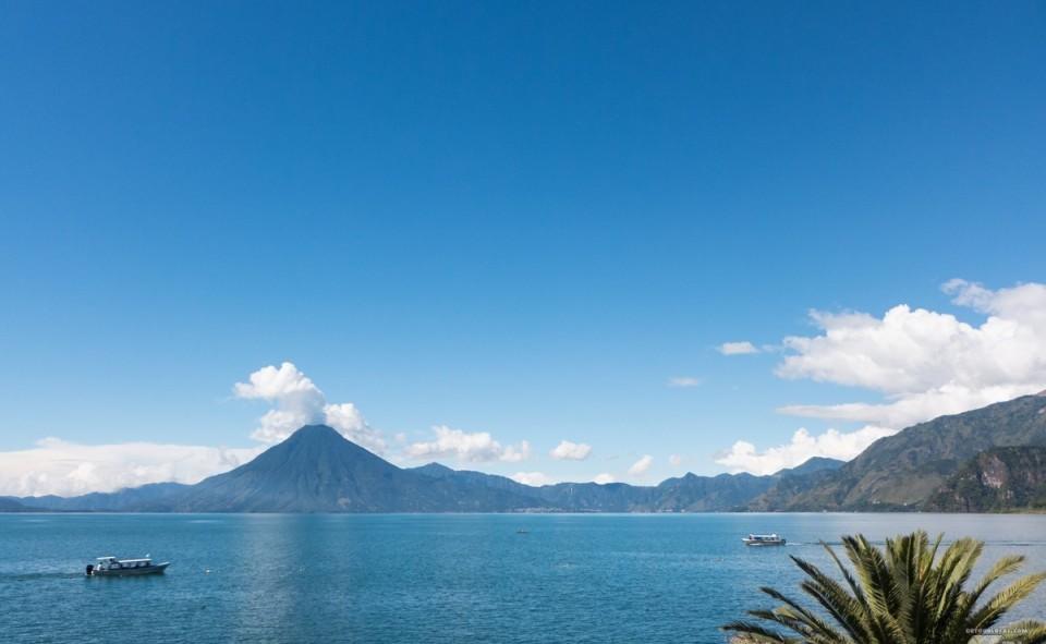 Vue du lac Atitlán à partir du village de Panajachel